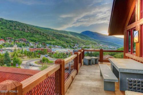 Magnificent 6 BR Deer Valley & Old Town House With Views -- Premier Location! - Accommodation - Park City