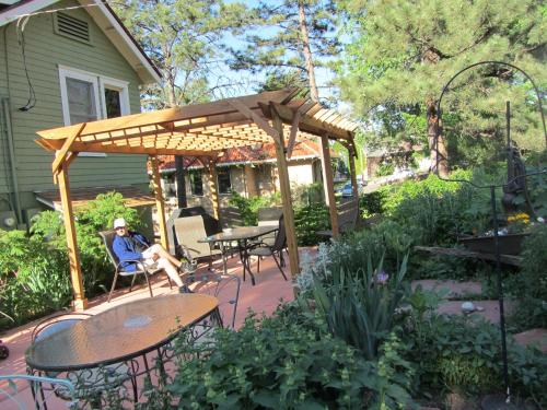 Avenue Hotel Bed And Breakfast - Manitou Springs, CO 80829