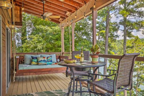 Dreamy Lakefront Studio with Fire Pit and Kayak! - Apartment - Acworth