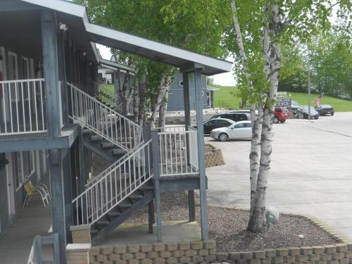 . Harbor Inn Motel