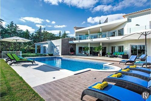Carvoeiro Villa Sleeps 12 Air Con Wifi