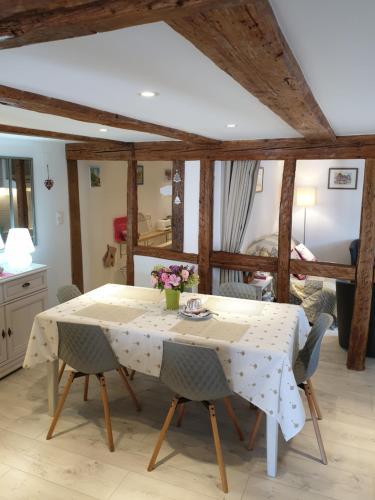 Gîte, maison alsacienne indépendante, 4 à 6 personnes, près Colmar, Ribeauvillé, Europa-Park - Accommodation - Guémar