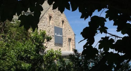 2 rue des Douanes, Urville-Nacqueville 50460, France.