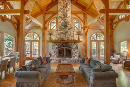 Snowgrass Lodge - River, Mountain Views & Hot tub - Chalet - Leavenworth