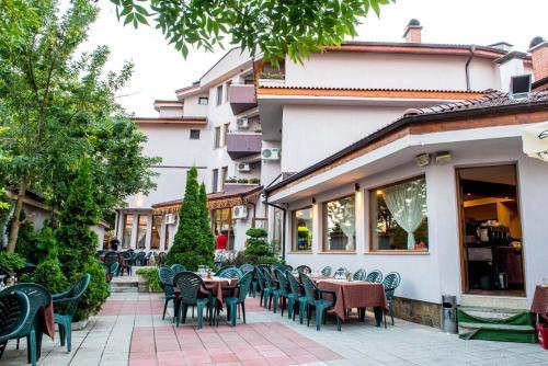 Семеен хотел АРИЗОНА - Hotel - Pavel Banya