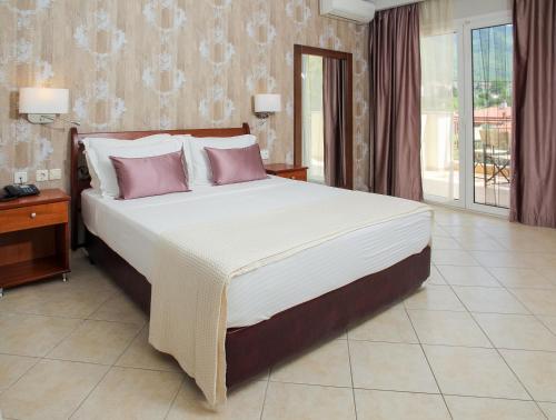 Electra Hotel room photos