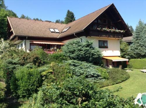 Ferienwohnungen Salmen, Pension in Pörtschach am Wörthersee