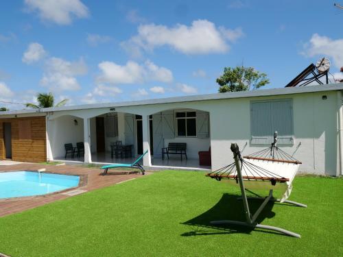 Maison de 3 chambres a Petit Canal avec piscine partagee jardin clos et WiFi a 2 km de la plage - Location saisonnière - Petit-Canal