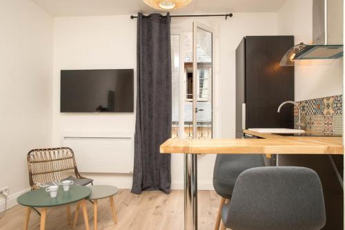 """Grand studio style """"Industriel"""" dans le centre historique - Location saisonnière - Poitiers"""