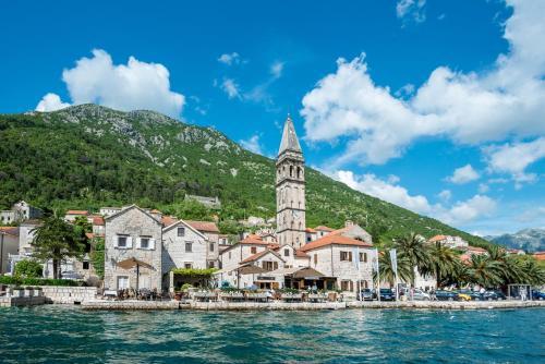 Ul. Kapetana Marka Martinovića bb, 85336 Perast, Montenegro.