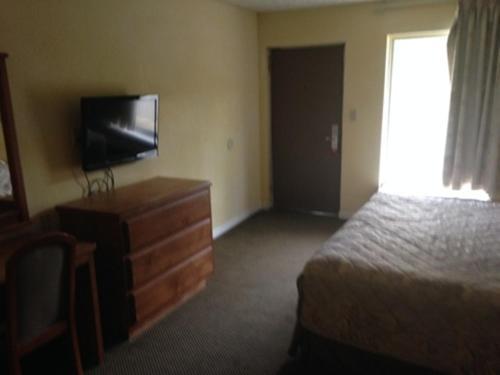 . Regal Inn Guntersville