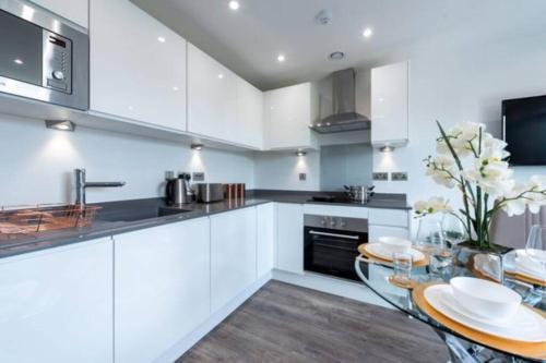A beautiful brand new flat 25-minute to London
