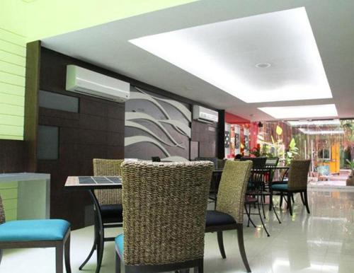 Oasis Inn Bangkok photo 16