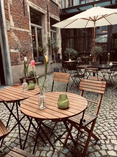 Matelote, Pension in Antwerpen