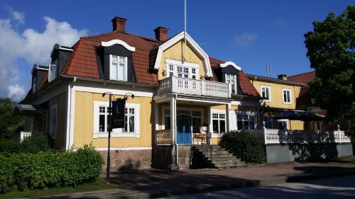 Broby Gästgivaregård - Hotel - Sunne