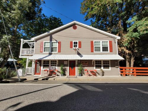 Carriage House Inn - Accommodation - Downieville