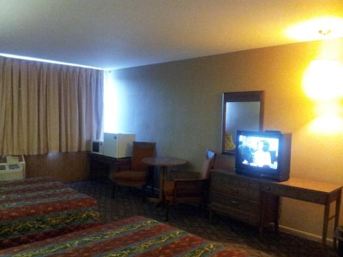 Indian Head Motel - Winamac, IN 46996