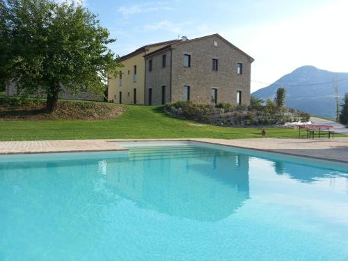 . Amico Country House