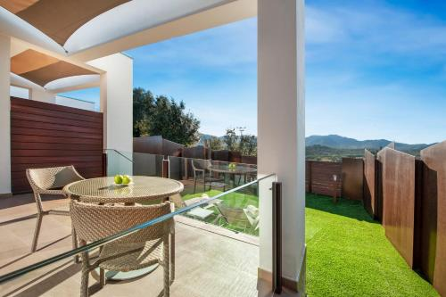 Suite with Jacuzzi® and Private Garden Suites Natura Mas Tapiolas 24