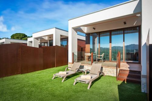 Suite with Jacuzzi® and Private Garden Suites Natura Mas Tapiolas 40