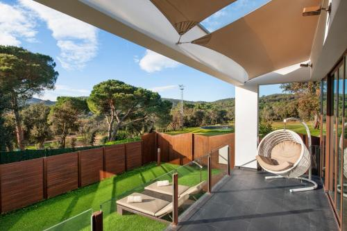 Suite with Jacuzzi® and Private Garden Suites Natura Mas Tapiolas 23