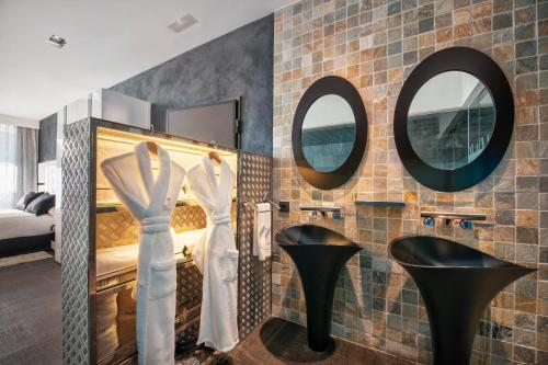 Suite with Jacuzzi® and Private Garden Suites Natura Mas Tapiolas 27
