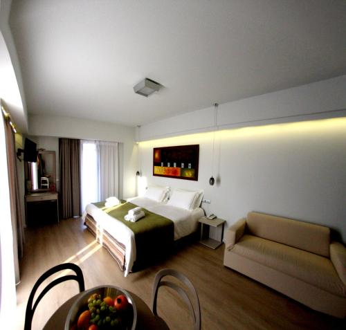 Kamar Double dengan Balkon dan Pemandangan Laut (Double Room with Balcony and Sea View)