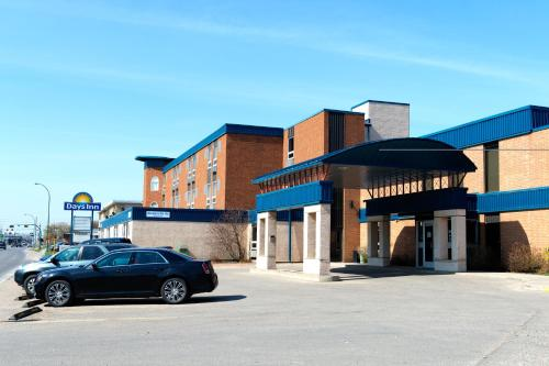 Days Inn By Wyndham Estevan - Estevan, SK S4A 1J1