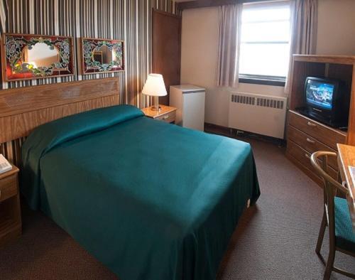 Curtis Gordon Motor Hotel - Winnipeg, MB R2K 2M2