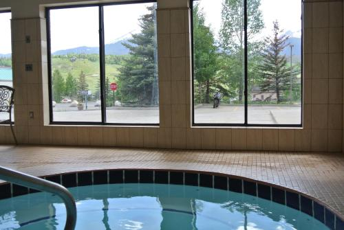 Luxury Inn & Suites - Silverthorne, CO 80498