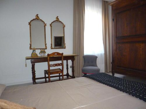 Hotel Holiday Apartment In Historical Palace thumb-2