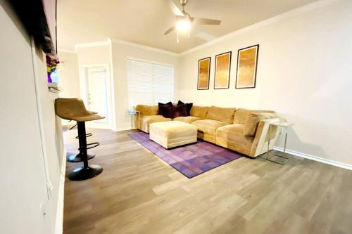 Cozy 2BD near mall! **King Bed, Attached Garage** - Apartment - Cedar Park