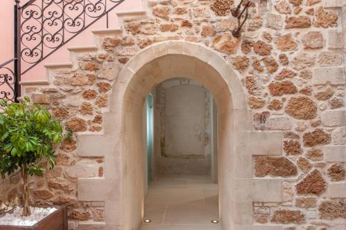 Skoufon 4, 73100, Chania, Crete, Greece.