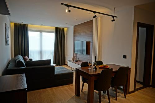 Superior One-Bedroom Apartment with Free Wellness Access