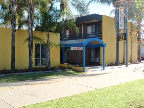 . Mid City Plantation Motel