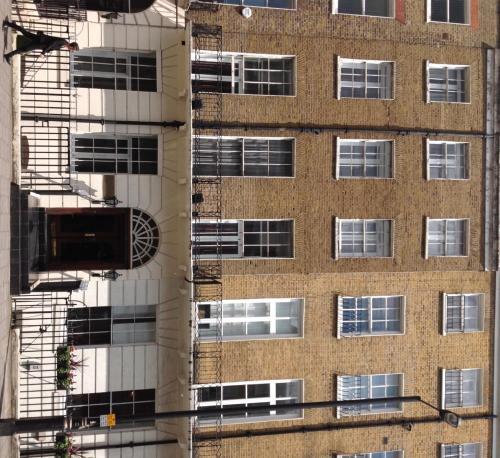 London Continental Hotel (B&B)