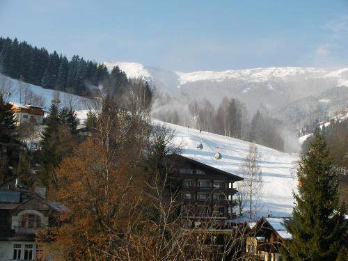 Modern Apartment in Schulstrasse Near Lake and Ski Lifts Zell am See