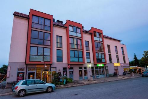 . Apartments and Studios Perunika