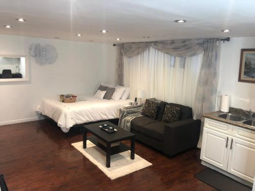 Sibu's Place  - Accommodation - Oshawa