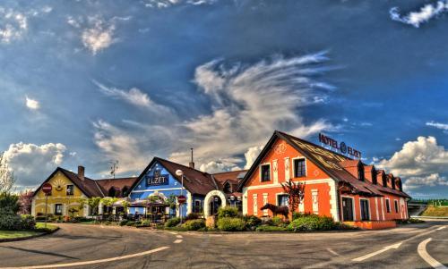 __{offers.Best_flights}__ Hotel Elzet