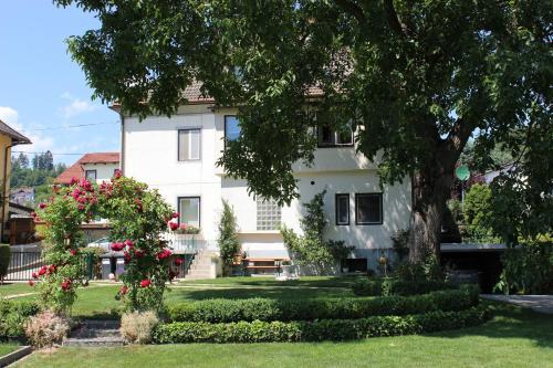 Ferienwohnung und Gästezimmer Korb, Pension in Krumpendorf am Wörthersee