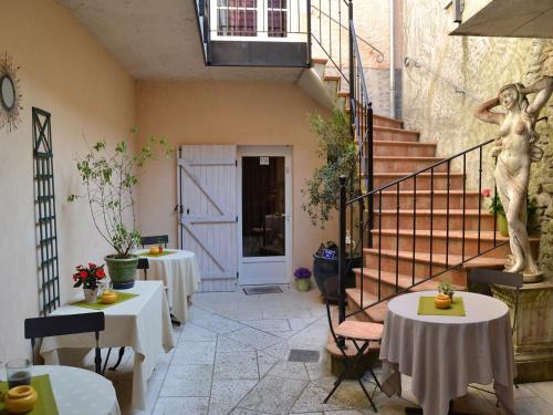 . Hostellerie De La Poste