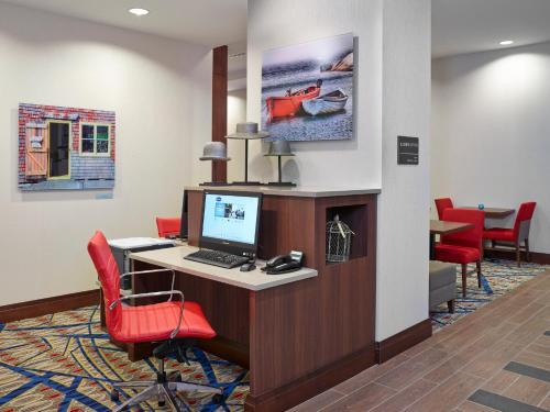 Hampton Inn by Hilton Halifax Downtown - Halifax, NS B3G 2G7