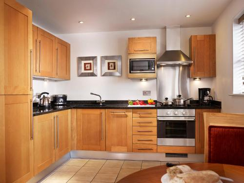 Marlin Apartments Commercial Road - Limehouse - Photo 3 of 20