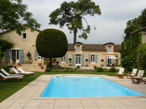 . Château Larroze