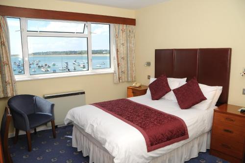 Dolphin Hotel - Photo 5 of 27