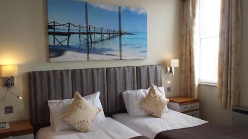 Dolphin Hotel - Photo 6 of 27