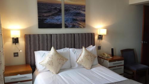 Dolphin Hotel - Photo 7 of 27