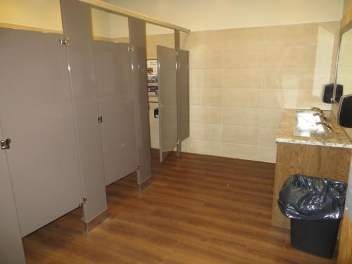 Airport Motor Inn - Winnipeg, MB R3H 0B7
