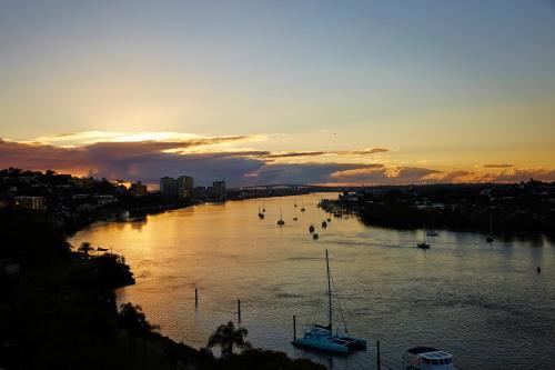 Kingsford Smith Drive & Hunt St, Hamilton, QLD 4007, Brisbane, Australia.